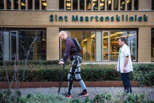Paralyzed man walks with an exosketelon